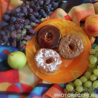 Фото рецепта - Пончики с шоколадной глазурью и сахарной пудрой - шаг 10