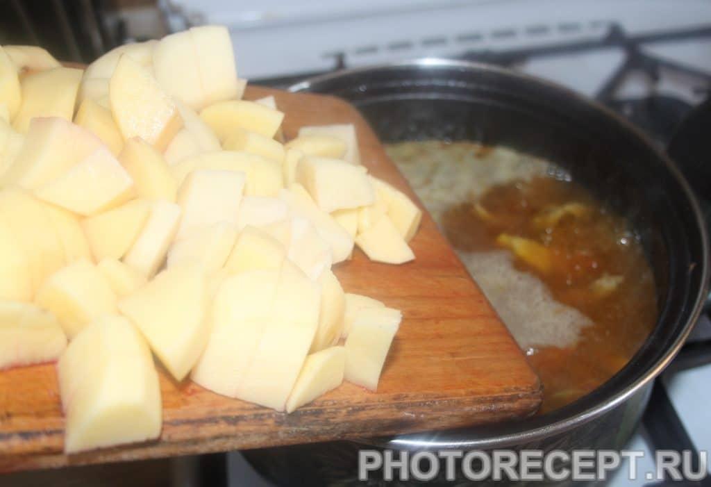 Фото рецепта - Борщ со свеклой нарезанной соломкой, на мясном бульоне - шаг 5