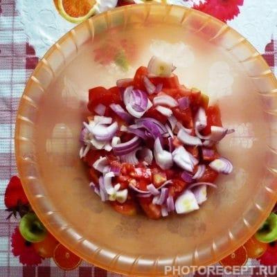 Фото рецепта - Салат из помидоров «Подарок осени» - шаг 2