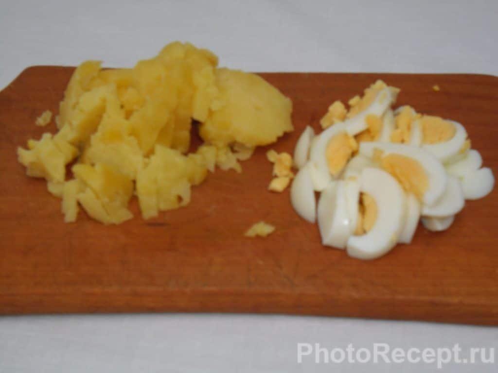 Фото рецепта - Сытный и быстрый салат из огурцов - шаг 7
