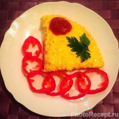 Омлет с макаронами и сыром на сковороде - рецепт с фото