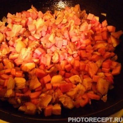 Фото рецепта - Сборная солянка с колбасой и копченой курицей - шаг 8