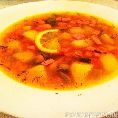 Сборная солянка с колбасой и копченой курицей - рецепт с фото
