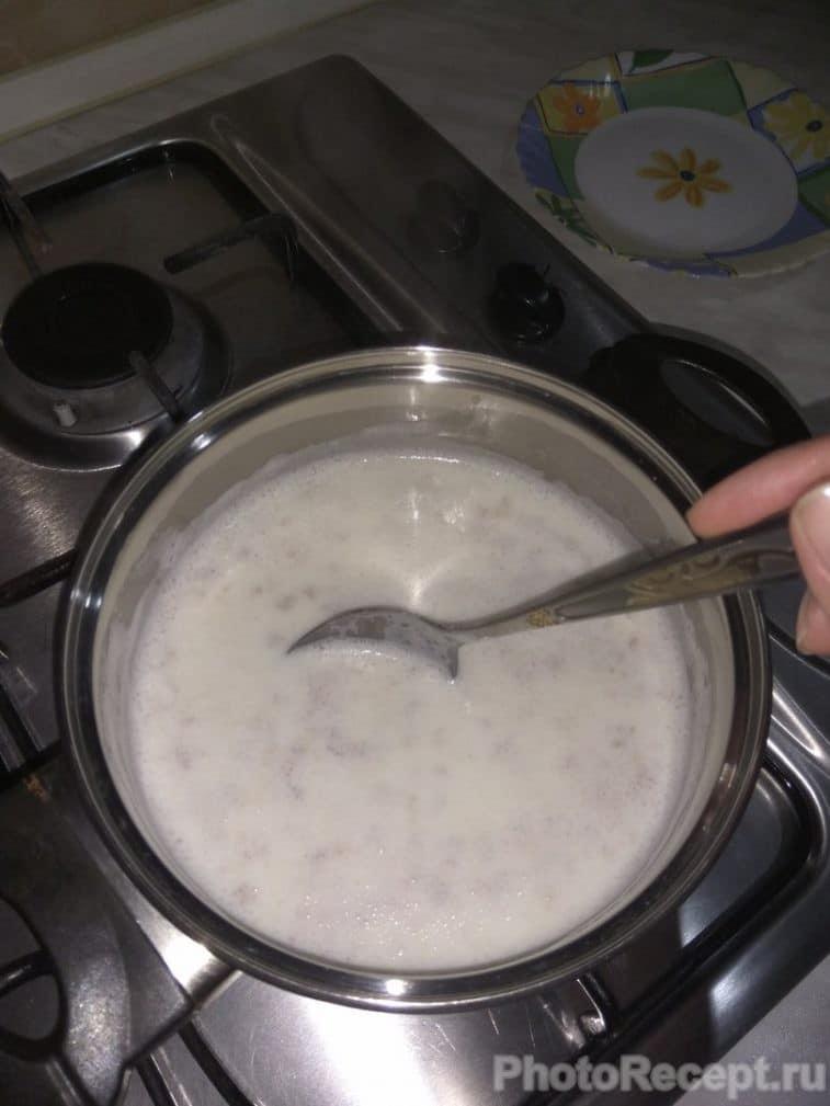 Фото рецепта - Каша овсяная с черносливом - шаг 2