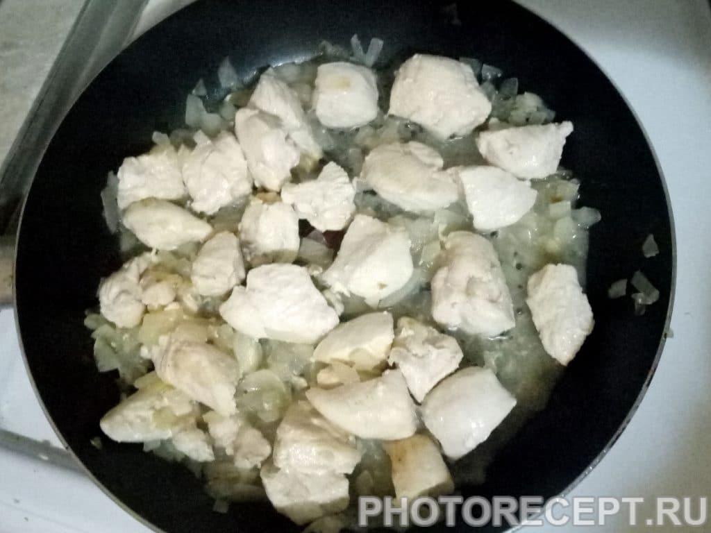 Фото рецепта - Куриное филе с яблоками и луком - шаг 5
