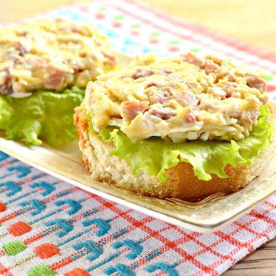 Праздничные бутерброды с копченой курицей - рецепт с фото