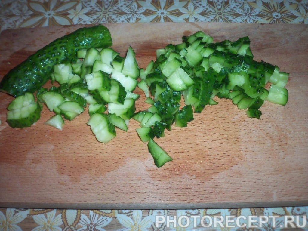 Фото рецепта - Отварная окрошка с колбасой и сметанно-горчичной заправкой - шаг 5