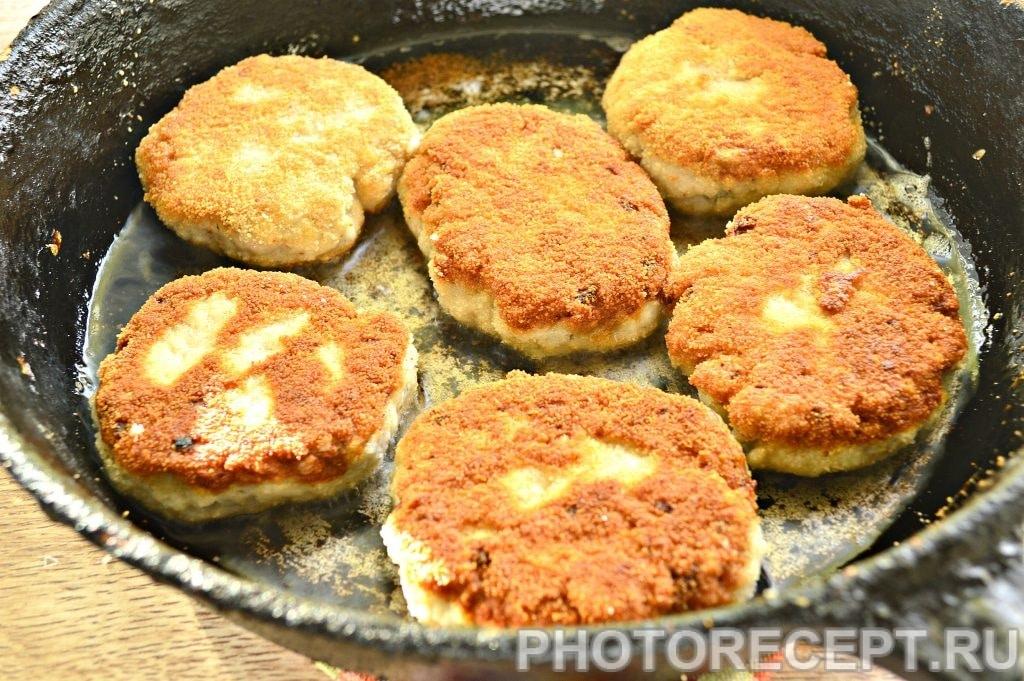 Фото рецепта - Рыбные котлеты из щуки в хрустящей панировке - шаг 11