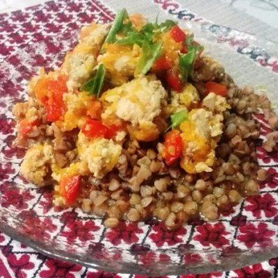 Гречневая каша с мясным соусом из фарша - рецепт с фото