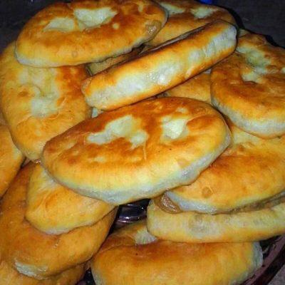 Жареные пирожки с картошкой и капустой - рецепт с фото