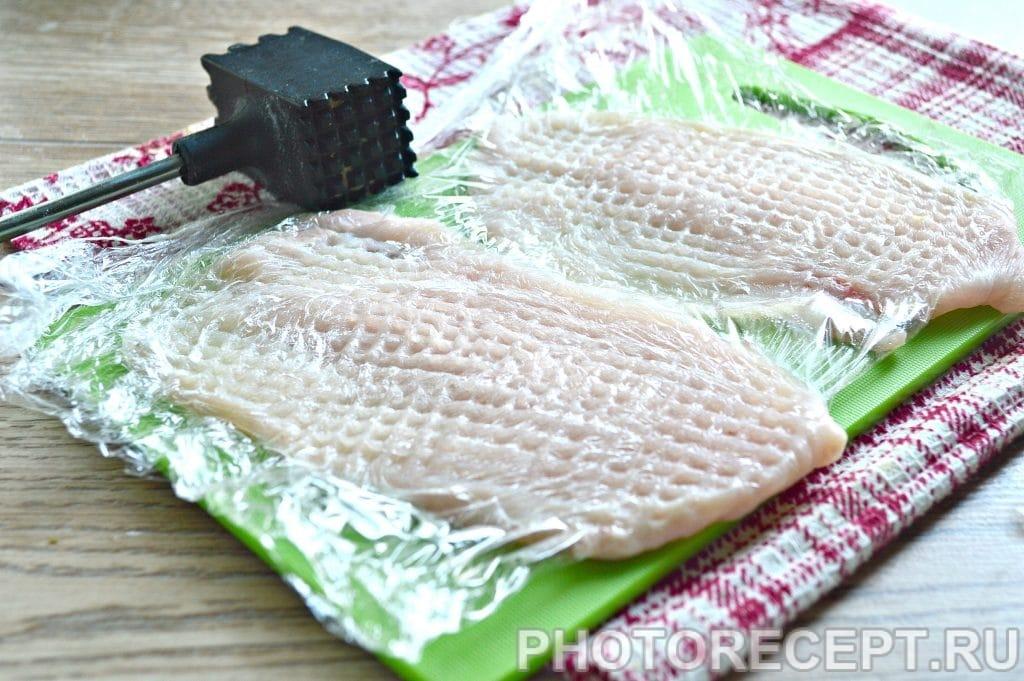 Фото рецепта - Отбивные из куриной грудки на сковороде - шаг 2