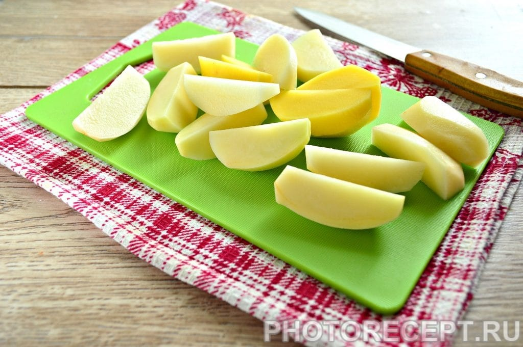 Фото рецепта - Запеченная картошка в духовке с майонезом - шаг 2