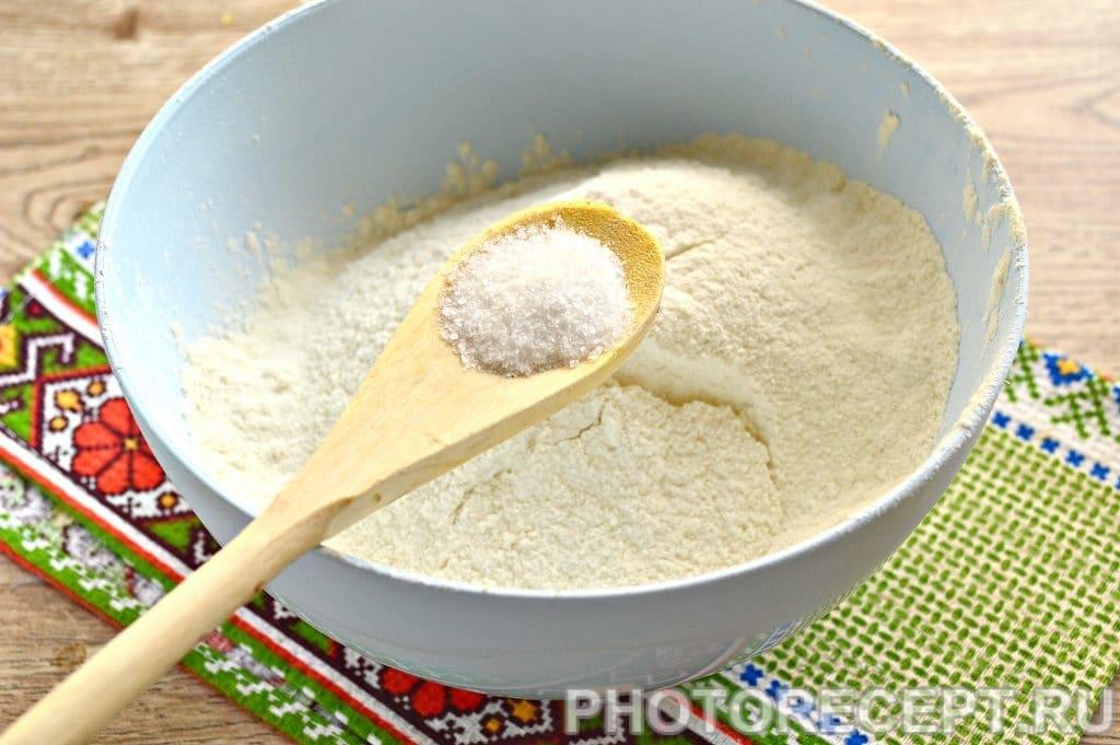 Фото рецепта - Тесто для вареников и пельменей на молоке - шаг 2