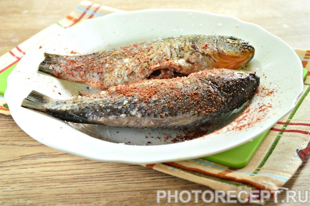 Фото рецепта - Карась в фольге на овощной подушке - шаг 2