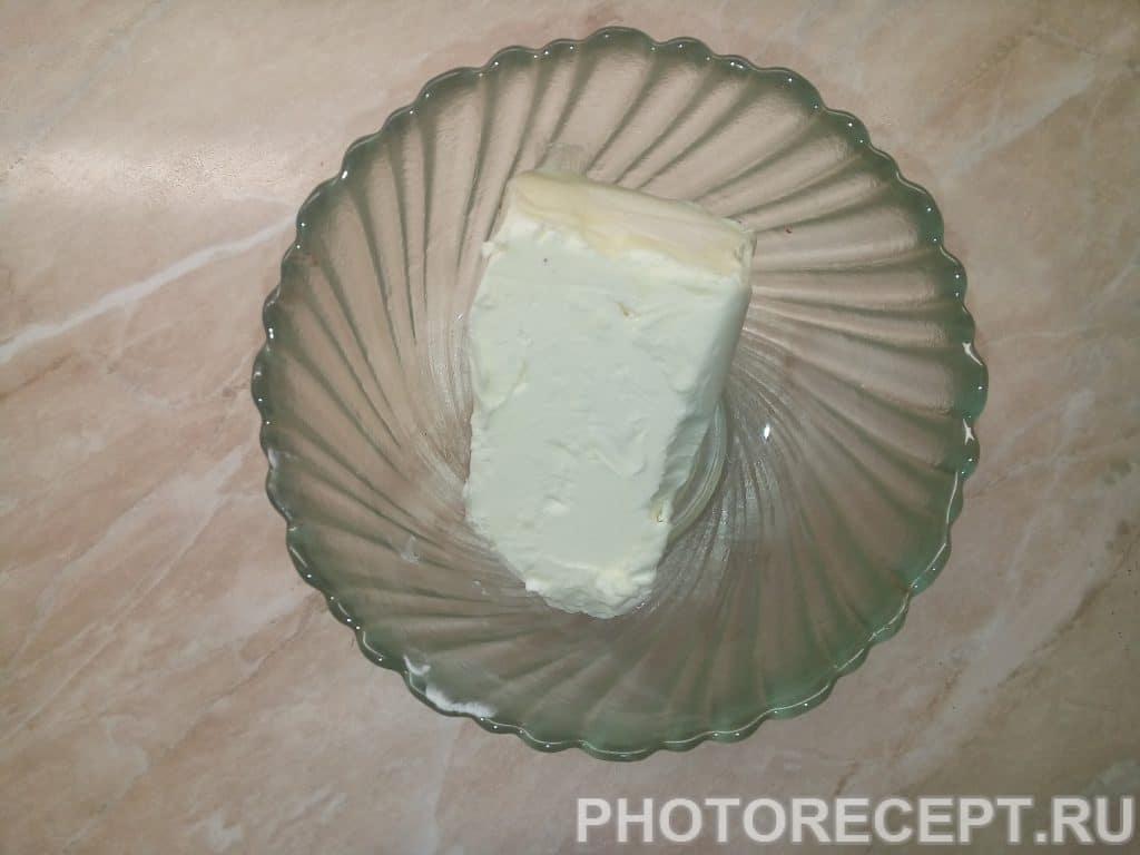 Фото рецепта - Домашние кексы с изюмом на кефире - шаг 1