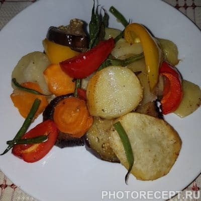 Картофель с овощами запеченный в духовке - рецепт с фото
