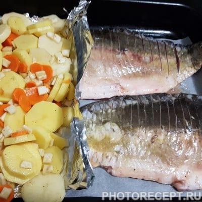 Фото рецепта - Нежный карп с овощами в духовке - шаг 4