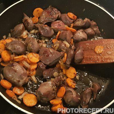 Фото рецепта - Домашнее жаркое с куриными желудками - шаг 3