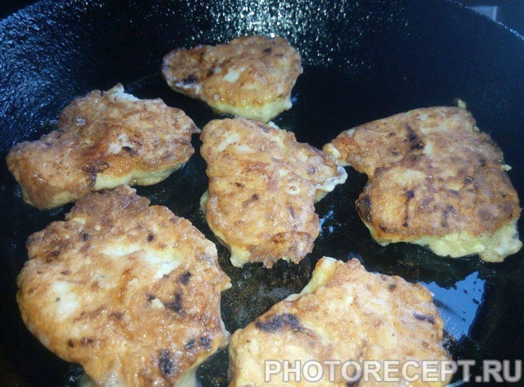 Фото рецепта - Куриные рубленые котлеты с сыром - шаг 5