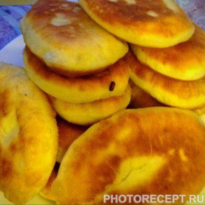 Фото рецепта - Жареные пирожки с картошкой и капустой - шаг 8
