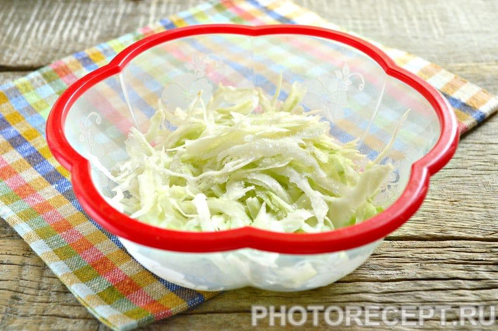 Фото рецепта - Простой салат Цезарь с белокочанной капустой - шаг 3