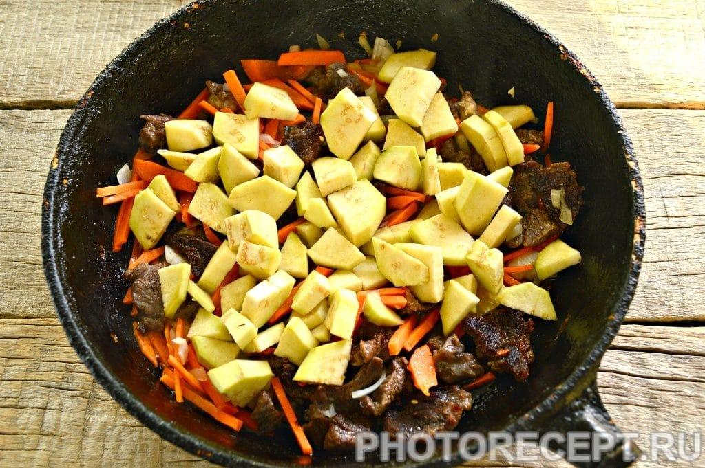 Фото рецепта - Тушеная картошка с баклажанами и говядиной - шаг 3