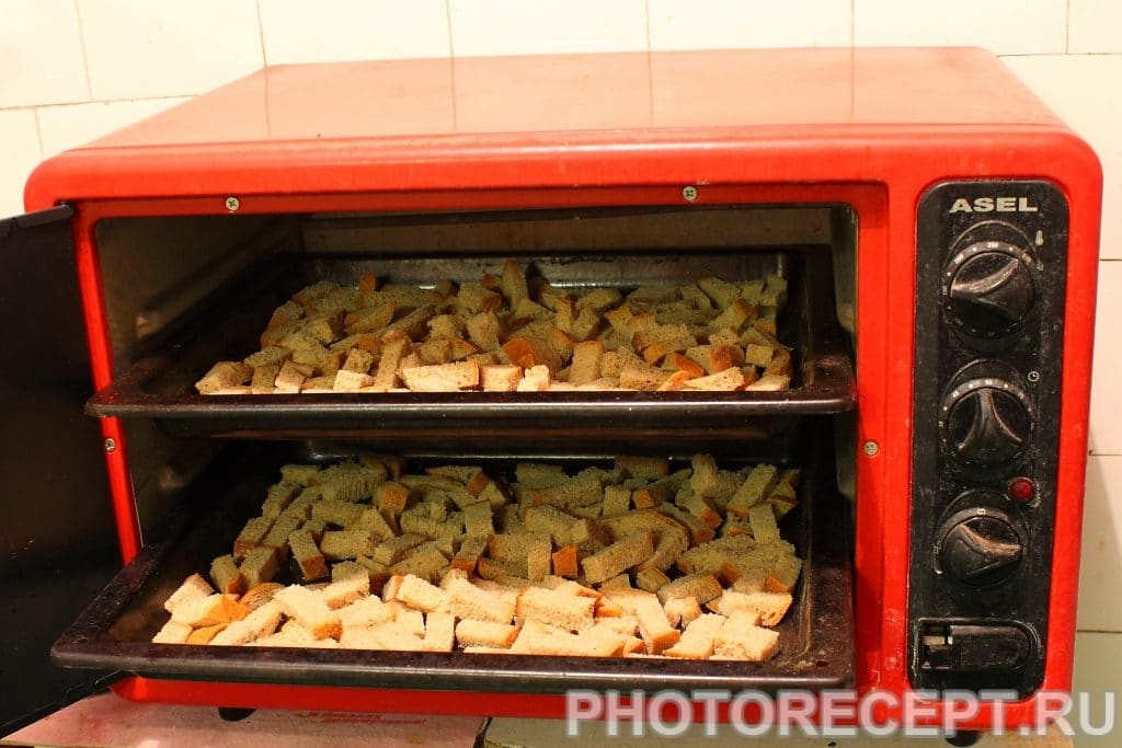 Фото рецепта - Гренки со вкусом грибов - шаг 2