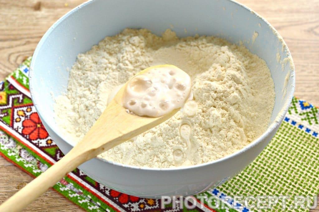Фото рецепта - Тесто для вареников и пельменей на молоке - шаг 3