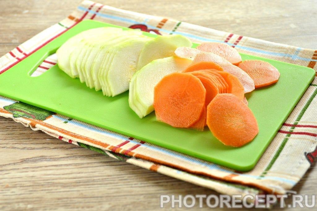 Фото рецепта - Карась в фольге на овощной подушке - шаг 3