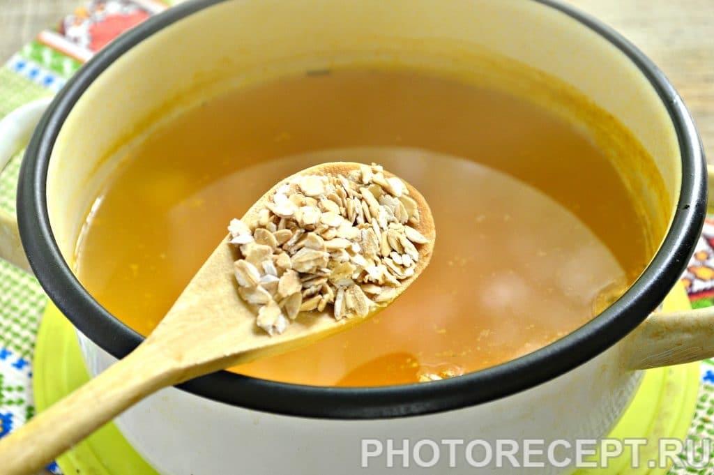 Фото рецепта - Легкий куриный суп с овсяными хлопьями - шаг 3