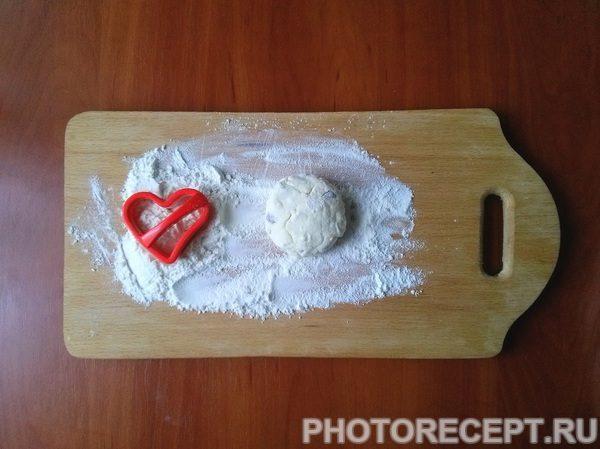 """Фото рецепта - Сырники из творога с манкой """"Сладкие сердца"""" - шаг 4"""