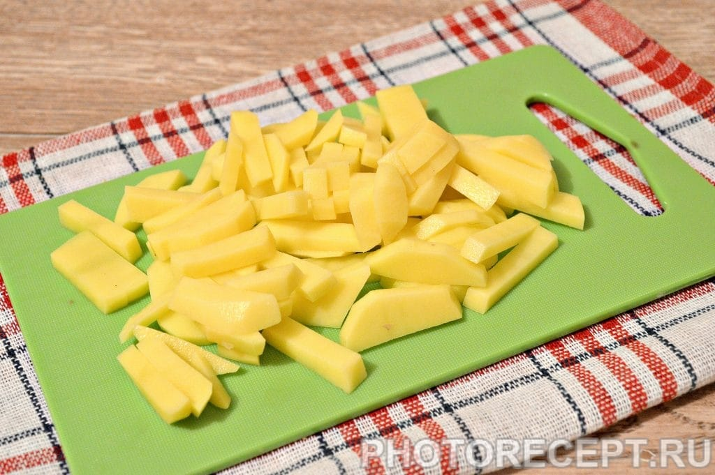 Фото рецепта - Жареная картошка с замороженными грибами - шаг 4
