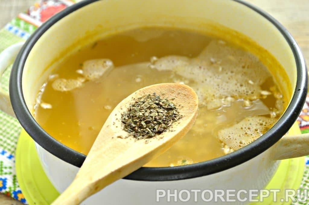Фото рецепта - Легкий куриный суп с овсяными хлопьями - шаг 4
