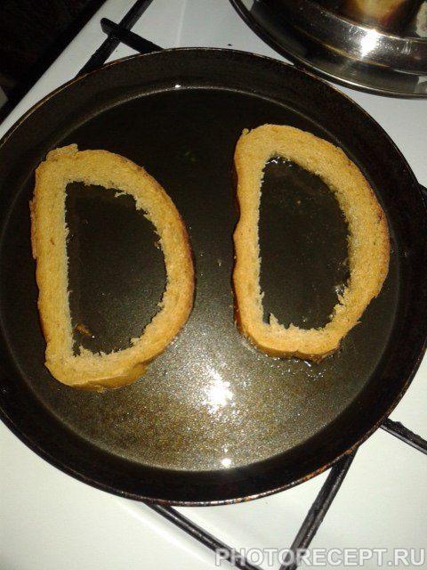 Фото рецепта - Яичница в кусочках хлеба - шаг 4