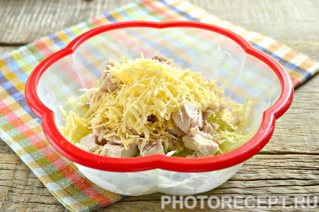 Фото рецепта - Простой салат Цезарь с белокочанной капустой - шаг 5