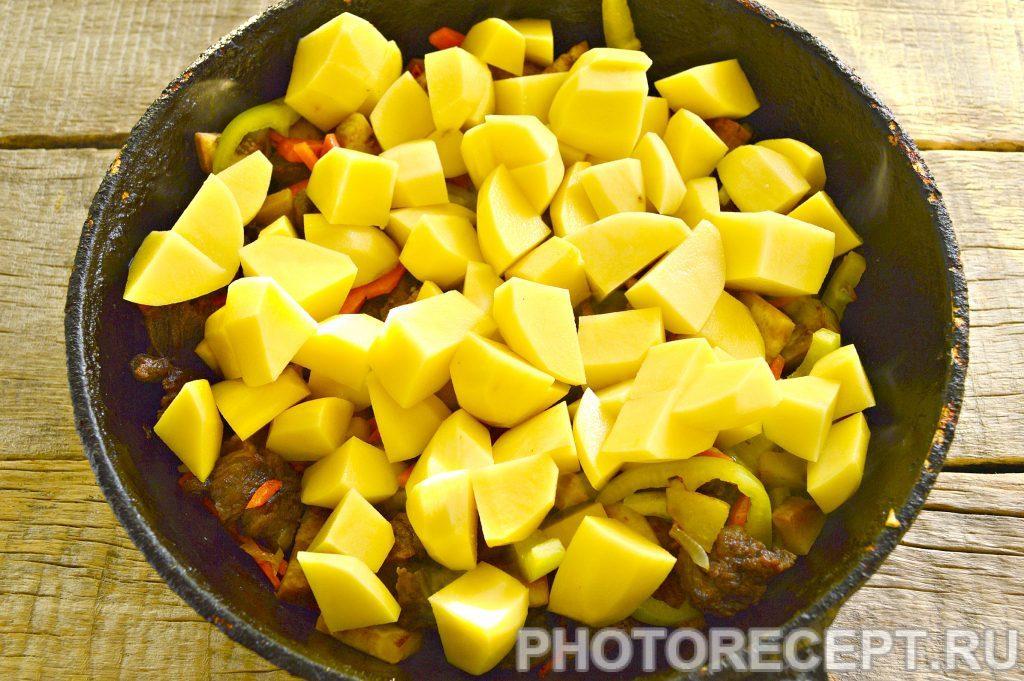 Фото рецепта - Тушеная картошка с баклажанами и говядиной - шаг 5