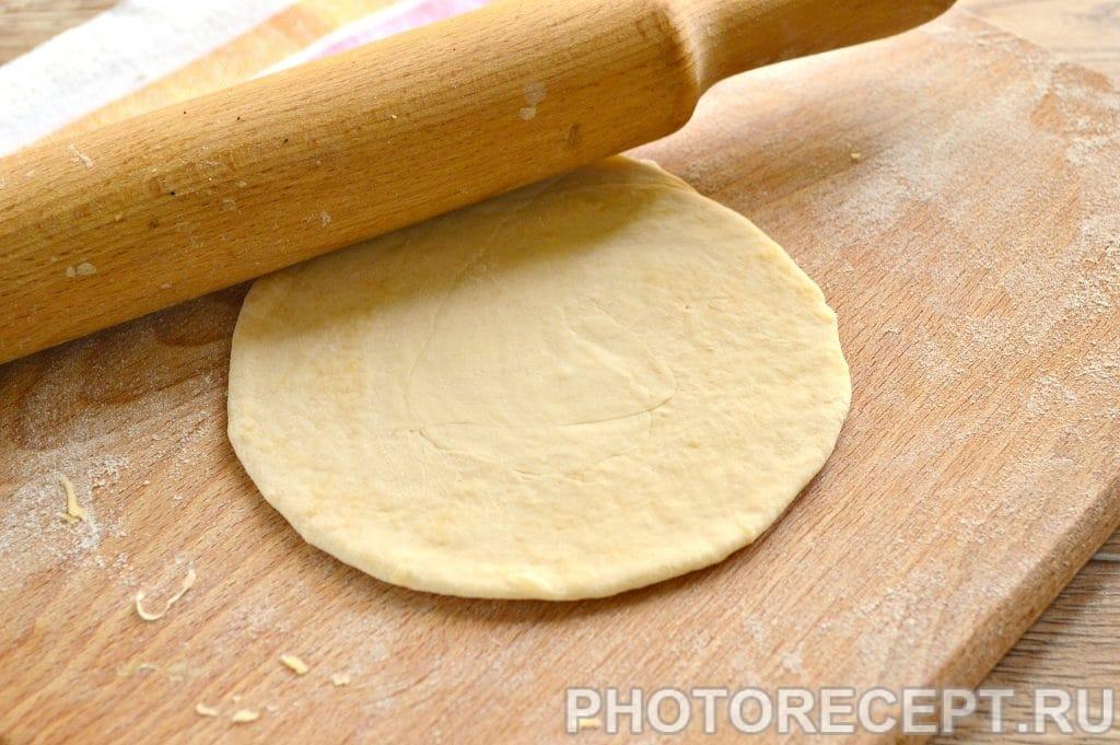 Фото рецепта - Вкусные лепешки с сыром на сковороде - шаг 5