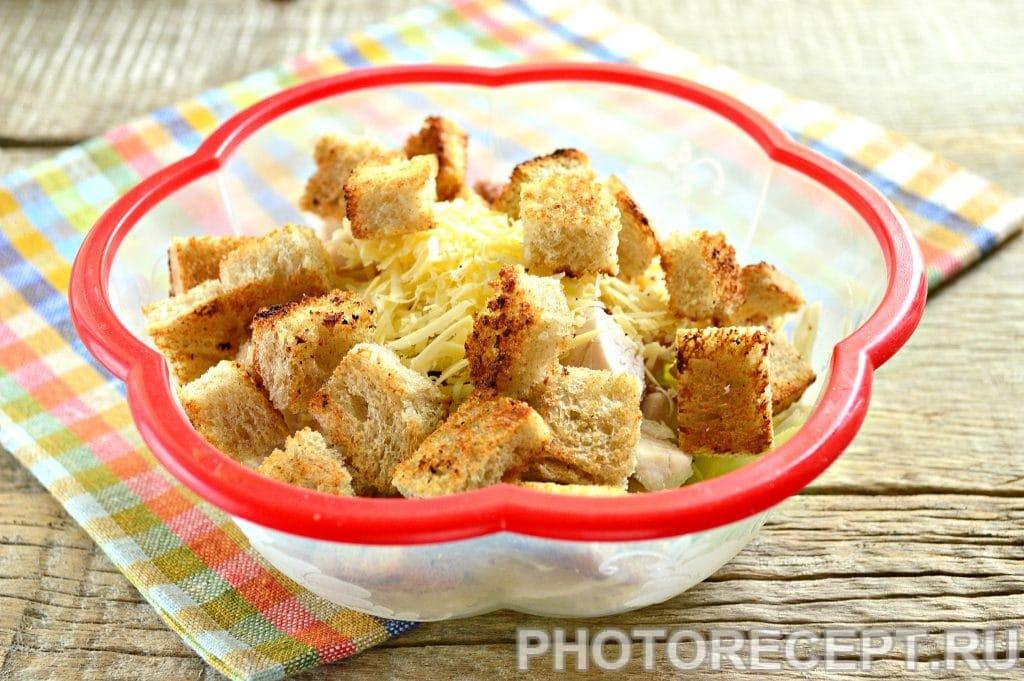 Фото рецепта - Простой салат Цезарь с белокочанной капустой - шаг 6