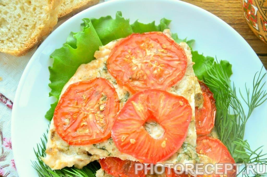 Фото рецепта - Куриное филе, запеченное под грибным соусом и помидорами - шаг 6