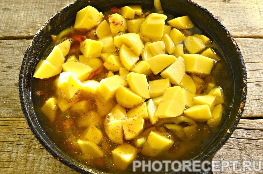 Фото рецепта - Тушеная картошка с баклажанами и говядиной - шаг 6