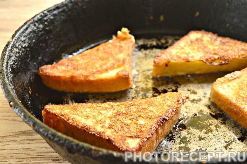 Фото рецепта - Сладкие гренки на сковороде - шаг 6
