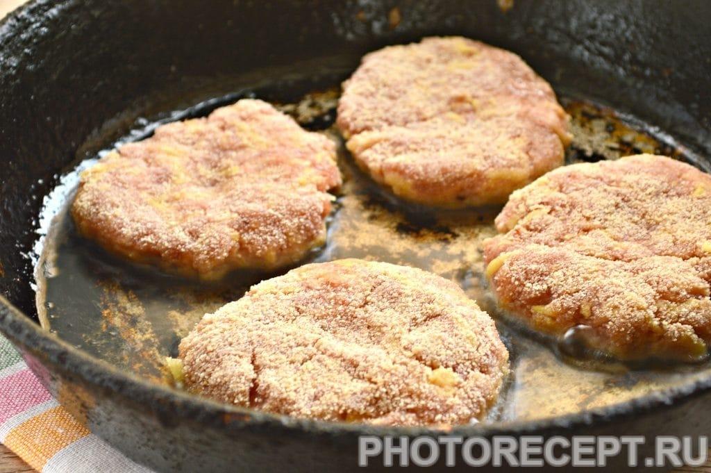 Фото рецепта - Котлеты из мясного фарша с картошкой - шаг 6