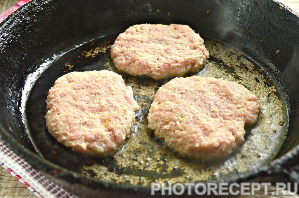 Фото рецепта - Бифштекс из свинины на сковороде - шаг 6