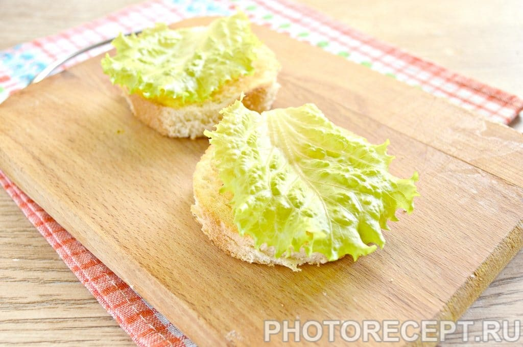 Фото рецепта - Праздничные бутерброды с копченой курицей - шаг 7