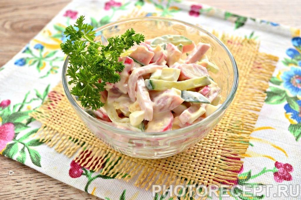 Фото рецепта - Салат с крабовыми палочками и ветчиной - шаг 7