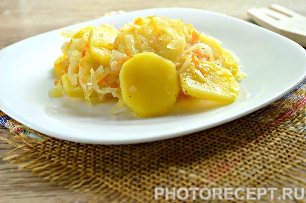 Фото рецепта - Картошка с капустой на сковороде - шаг 7