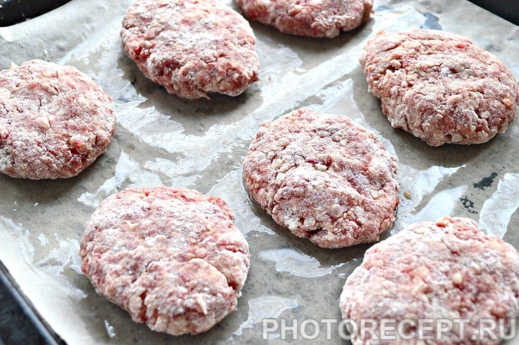 Фото рецепта - Котлеты в духовке из говядины - шаг 7