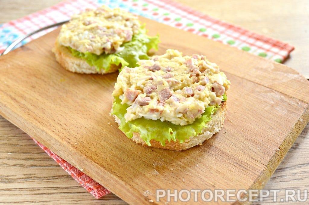 Фото рецепта - Праздничные бутерброды с копченой курицей - шаг 8