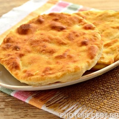 Вкусные лепешки с сыром на сковороде - рецепт с фото
