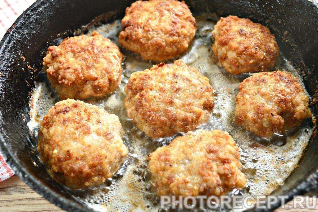 Фото рецепта - Котлеты из свиного фарша с рисом - шаг 8